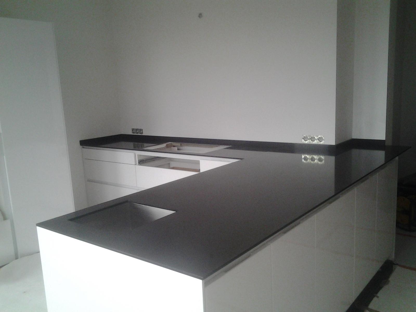 tablette de radiateur marbre support radiateur castorama avec fixation pour etagere invisible. Black Bedroom Furniture Sets. Home Design Ideas